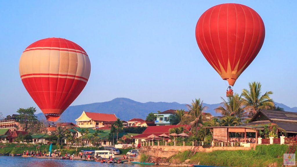 hot air balloon on Song rever vanvieng Laos